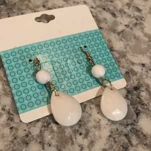 White and gold drop down earrings
